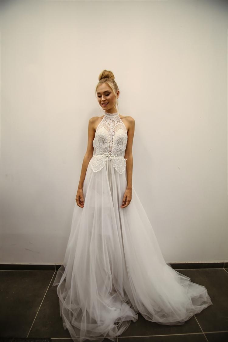 שמלות אופנה מרהיבות מעוצבות מבדים מרהיבים ונוצצים, מתוך הקולקציה של אסתר (צילום: ריקי בקסיס)