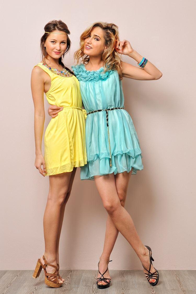 שמלות בצבעי פסטל המתאימות לאירוע צהריים (צילום: Shutterstock)